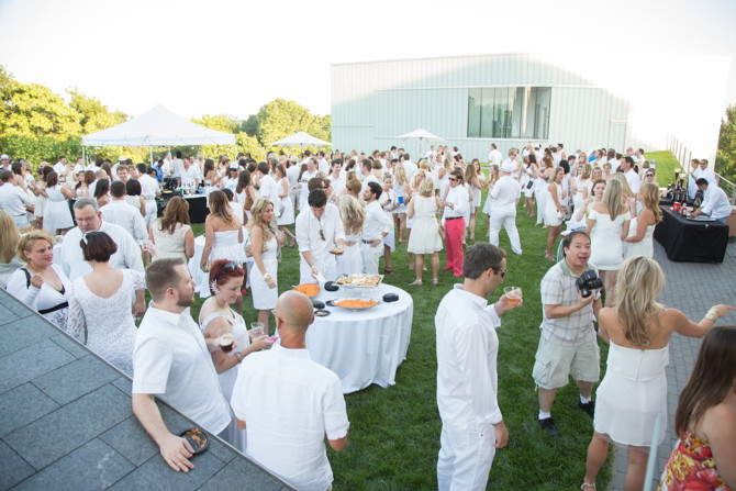 Young friends of art summer white party the independent for Summer white party ideas