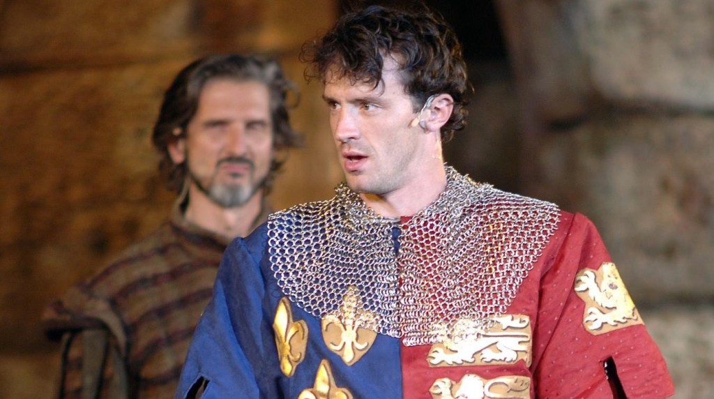 Nathan Darrow , shown here with a menacing Bruce Roach, played the title role in HASF's 'Henry V' / Courtesy of Heart of America Shakespeare Festival